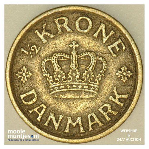 1/2 krone - Denmark 1924 (KM 831.1) (kant B)